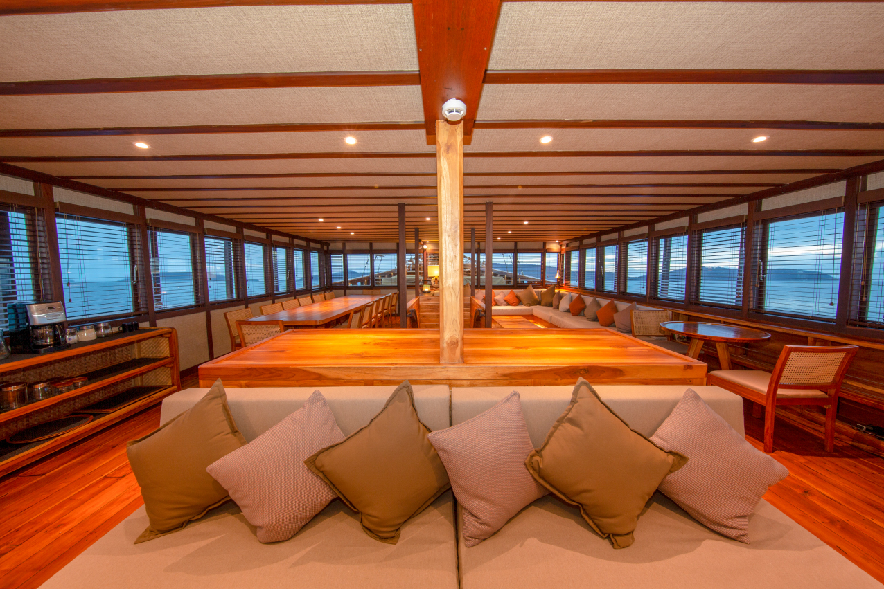 airconditioned hangout area of our Coralia Liveaboard in Indonesia